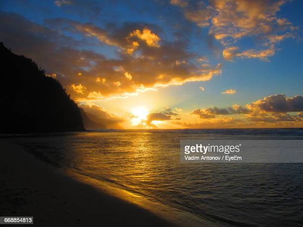 scenic view of sea at sunset - antonov stock pictures, royalty-free photos & images