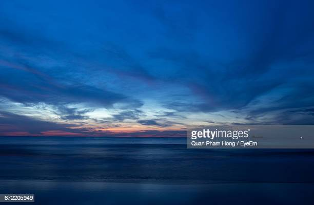 scenic view of sea at sunset - hong quan stock pictures, royalty-free photos & images