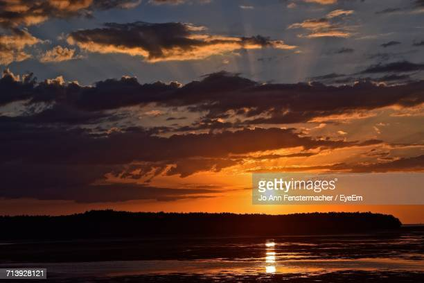 scenic view of sea at sunset - palm harbor stock pictures, royalty-free photos & images