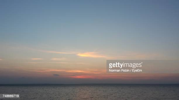 scenic view of sea at sunset - bogense photos et images de collection