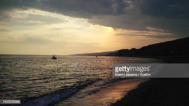 scenic view of sea during sunset - noemi foto e immagini stock