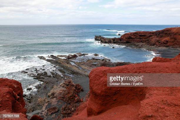 scenic view of sea seen from cliff at lanzarote - bortes photos et images de collection
