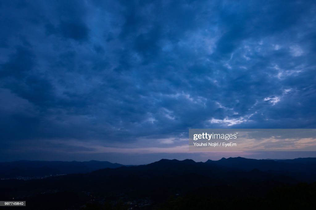 Scenic View Of Silhouette Mountains Against Dramatic Sky : Foto de stock