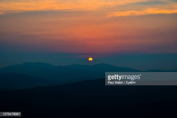 scenic view of silhouette mountains against romantic sky at sunset - air vehicle stock pictures, royalty-free photos & images