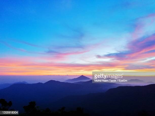 scenic view of silhouette mountains yong belar  against sky during sunset - alleen lucht stockfoto's en -beelden