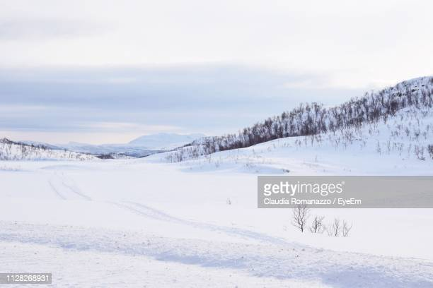 scenic view of snow covered landscape against sky - claudia romanazzo foto e immagini stock