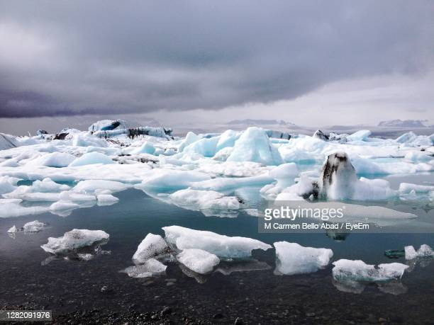 scenic view of snow covered landscape against sky - jökulsárlón lagoon stock pictures, royalty-free photos & images