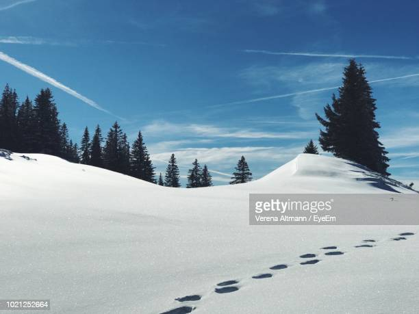 scenic view of snow covered mountain against sky - tegernsee photos et images de collection
