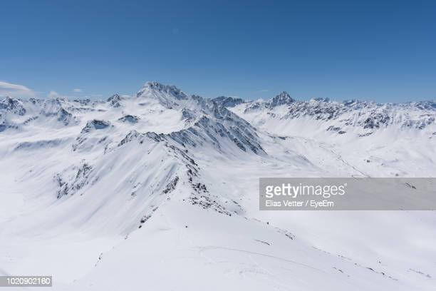 scenic view of snow covered mountains against clear blue sky - coberto de neve - fotografias e filmes do acervo