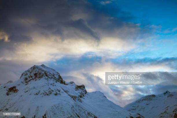 scenic view of snow covered mountains against sky - lech stockfoto's en -beelden