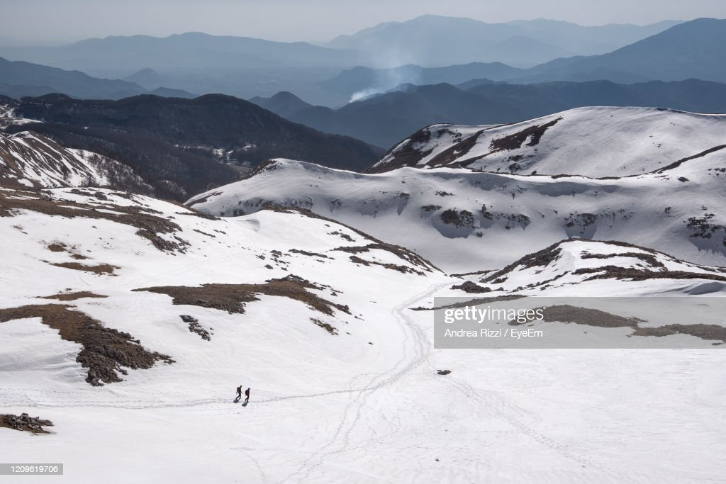 Scenic View Of Snow Covered Mountains Against Sky : Foto stock