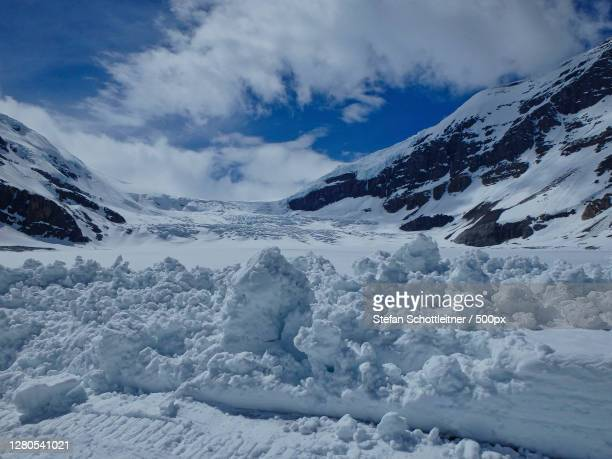 scenic view of snow covered mountains against sky,kanada,canada - kanada stock pictures, royalty-free photos & images