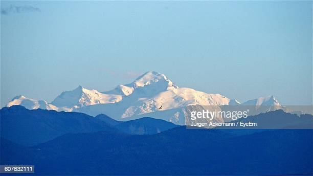 scenic view of snowcapped mont blanc against sky - monte bianco foto e immagini stock