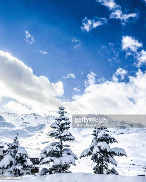 scenic view of snowcapped mountain against sky - trois vallees stock pictures, royalty-free photos & images