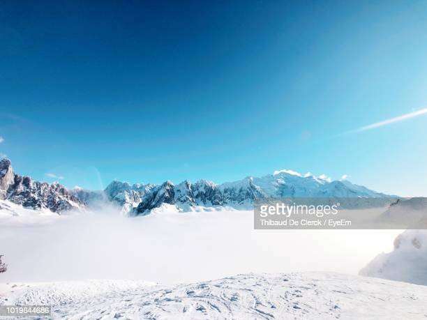 scenic view of snowcapped mountains against clear blue sky - nevada - fotografias e filmes do acervo