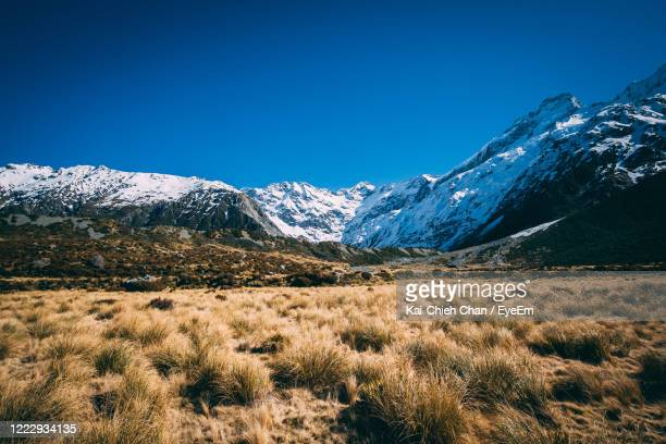 scenic view of snowcapped mountains against clear blue sky - mackenzie country fotografías e imágenes de stock