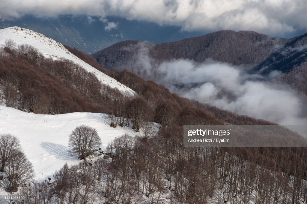 Scenic View Of Snowcapped Mountains Against Cloudy Sky : Bildbanksbilder