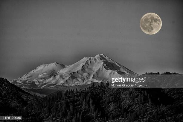 scenic view of snowcapped mountains against sky at night - mt shasta stock pictures, royalty-free photos & images