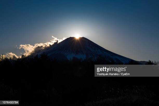 scenic view of snowcapped mountains against sky during sunset - ダイヤモンド富士 ストックフォトと画像