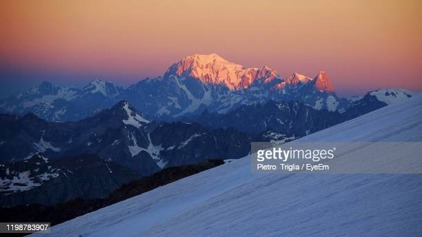 scenic view of snowcapped mountains against sky during sunset - monte rosa foto e immagini stock