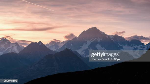 scenic view of snowcapped mountains against sky during sunset,la thuile,aosta valley,italy - la thuile foto e immagini stock