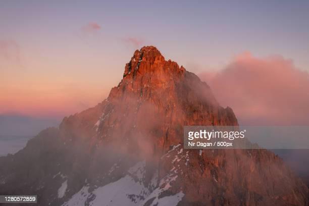 scenic view of snowcapped mountains against sky during sunset,meru county,kenya - meru filme stock-fotos und bilder