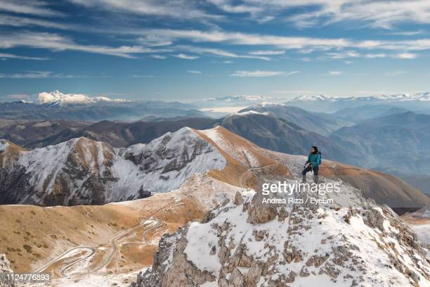 scenic view of snowcapped mountains against sky - andrea rizzi fotografías e imágenes de stock
