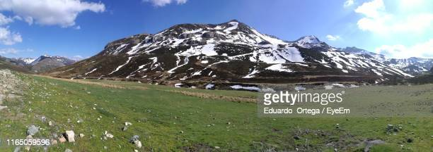 scenic view of snowcapped mountains against sky - leon boden stock-fotos und bilder