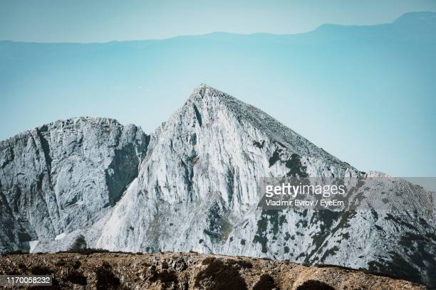 scenic view of snowcapped mountains against sky - pirin mountains stock pictures, royalty-free photos & images