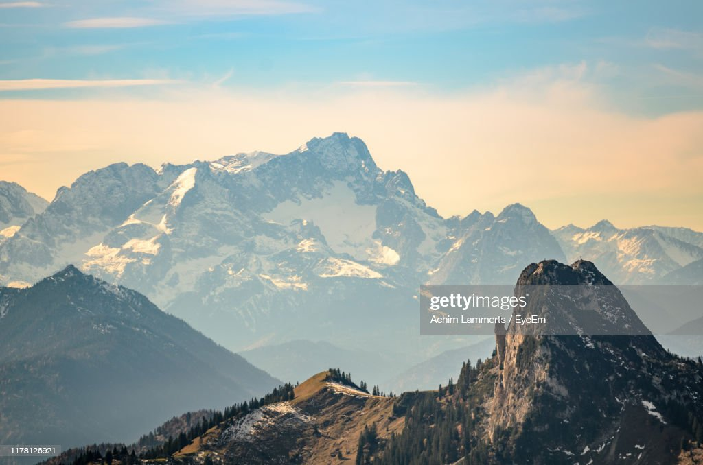 Scenic View Of Snowcapped Mountains Against Sky : Stock-Foto