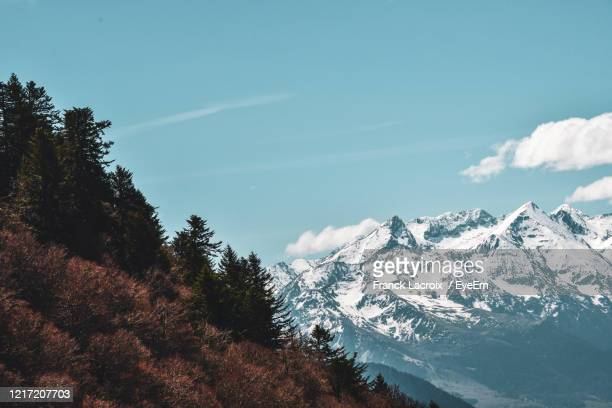 scenic view of snowcapped mountains against sky - バニェールドビゴール ストックフォトと画像