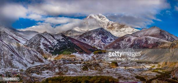 scenic view of snowcapped mountains against sky - コーカサス山脈 ストックフォトと画像