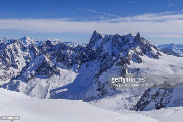 scenic view of snowcapped mountains against sky - haute savoie fotografías e imágenes de stock