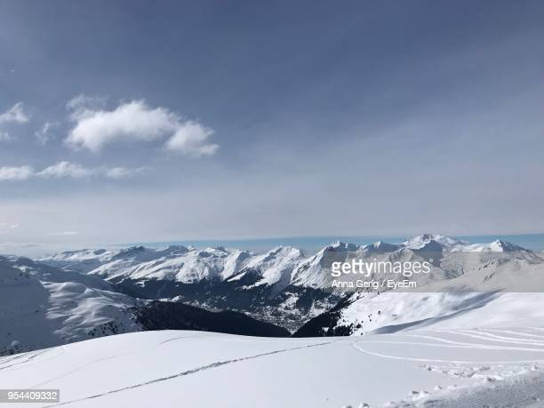 scenic view of snowcapped mountains against sky - davos photos photos et images de collection