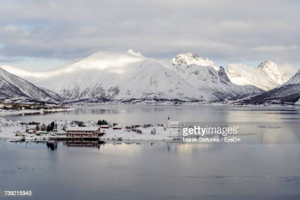 scenic view of snowcapped mountains and lake against sky - marek stefunko fotografías e imágenes de stock