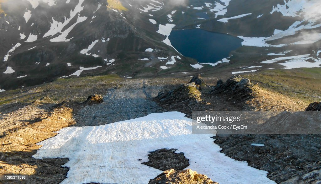 Scenic View Of Snowcapped Mountains During Winter : Stock-Foto