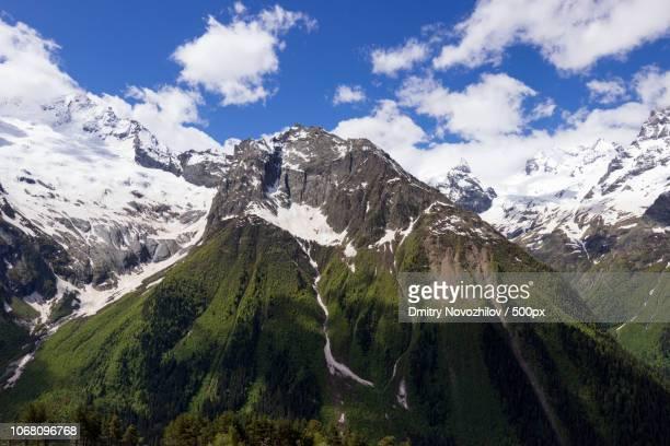 scenic view of snowcapped mountains - コーカサス山脈 ストックフォトと画像