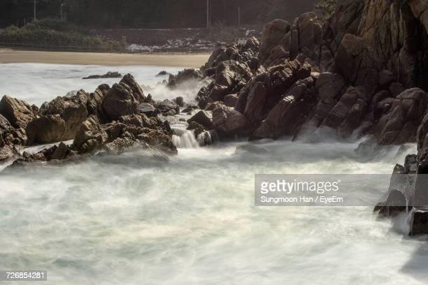 scenic view of stream flowing by rock formation - chuncheon fotos imagens e fotografias de stock