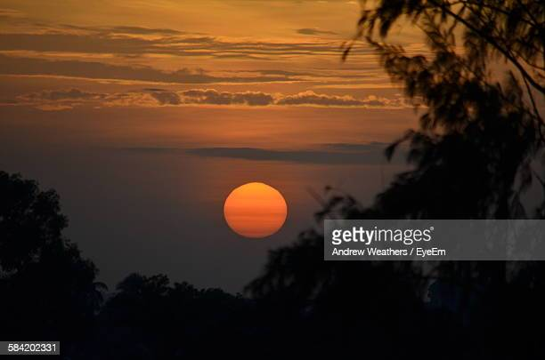 scenic view of sun over silhouette trees during sunset - sierra leone stock pictures, royalty-free photos & images