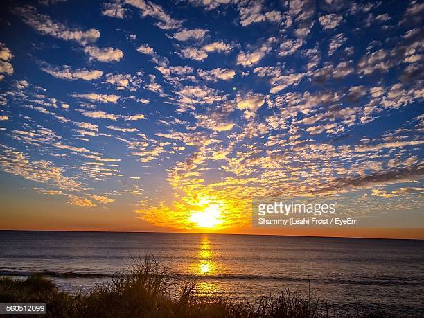 scenic view of sunset over sea - altocumulus stockfoto's en -beelden