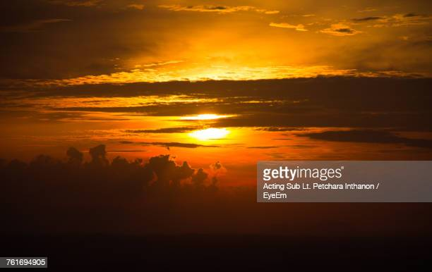 scenic view of sunset sky - hat yai foto e immagini stock