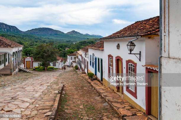 scenic view of tiradentes with the mountains in the backdrop - mittelgroße personengruppe stock-fotos und bilder