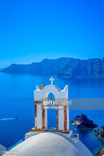 scenic view of traditional cycladic architecture in the oia village on santorini island (hdri) - cyclades islands stock pictures, royalty-free photos & images