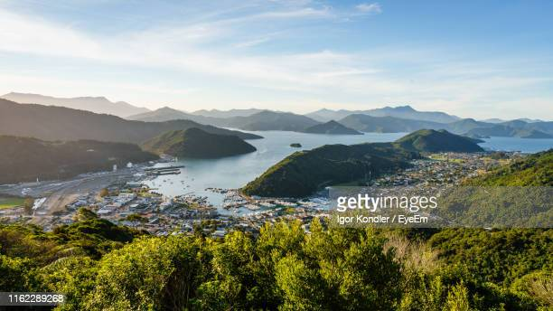 scenic view of trees and mountains against sky - ニュージーランド南島 ストックフォトと画像