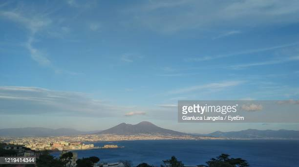 scenic view of vesuvius from naples - gianluca langella imagens e fotografias de stock