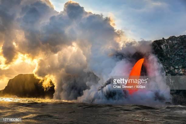 scenic view of volcanic crater against sky, leilani estates, united states - vulcano attivo foto e immagini stock