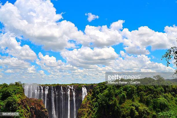 scenic view of waterfall against blue sky - アフリカ ヴィクトリアの滝 ストックフォトと画像