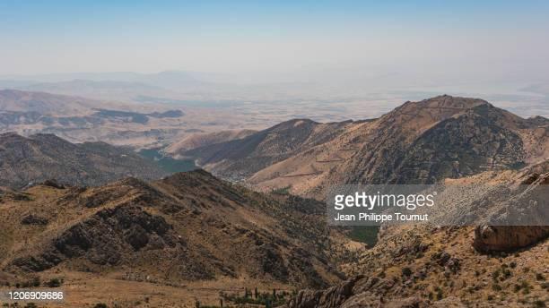 scenic view over the autonomous kurdistan region of iraq, taken from the mountains of kurdistan province in western iran - irak photos et images de collection