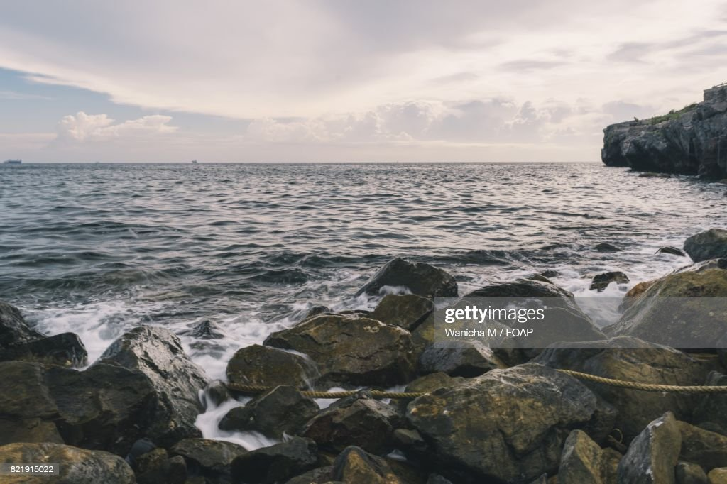Scenic view sea against cloudy sky : Stock Photo