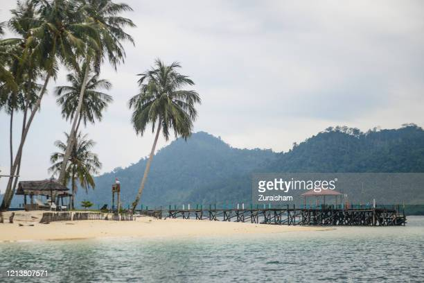 scenic white sandy white beach in pasumpahan island, west sumatra, indonesia - west sumatra province stock pictures, royalty-free photos & images